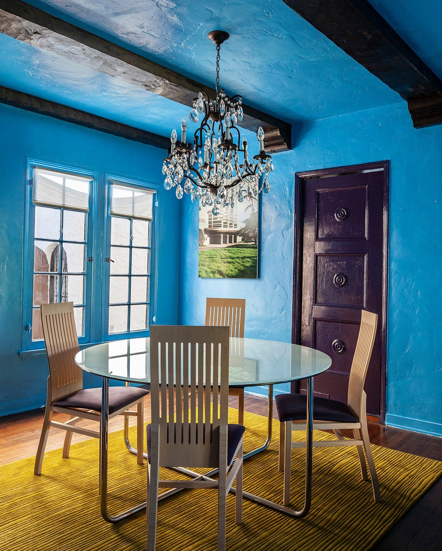 blue-plaster-wall-dining-room