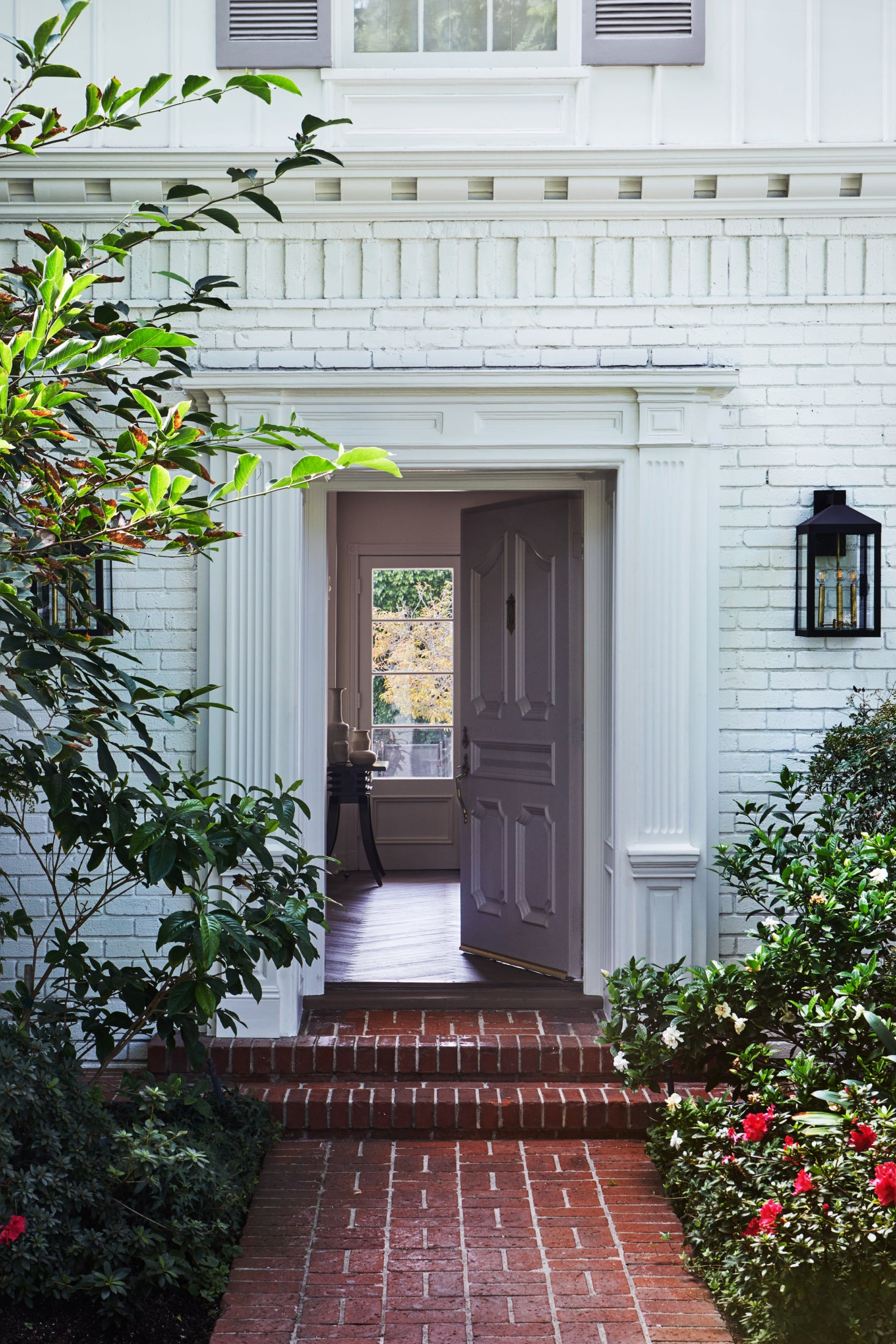 disc-interiors-holmby-hills-house-front-door-1a-1466×2199