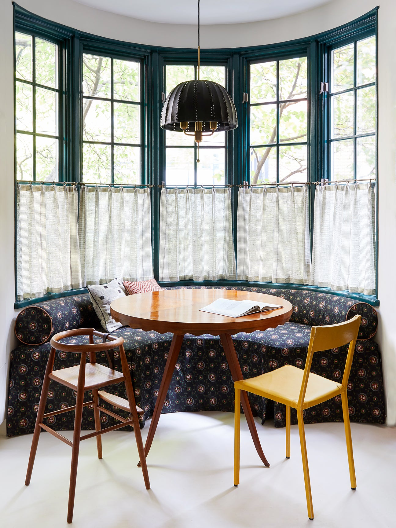 Curbed Breakfast Nook With Banquette