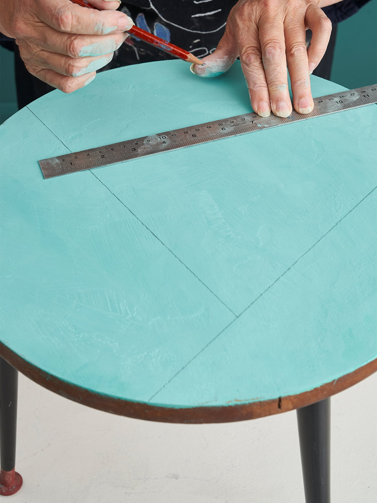drawing lines on a table