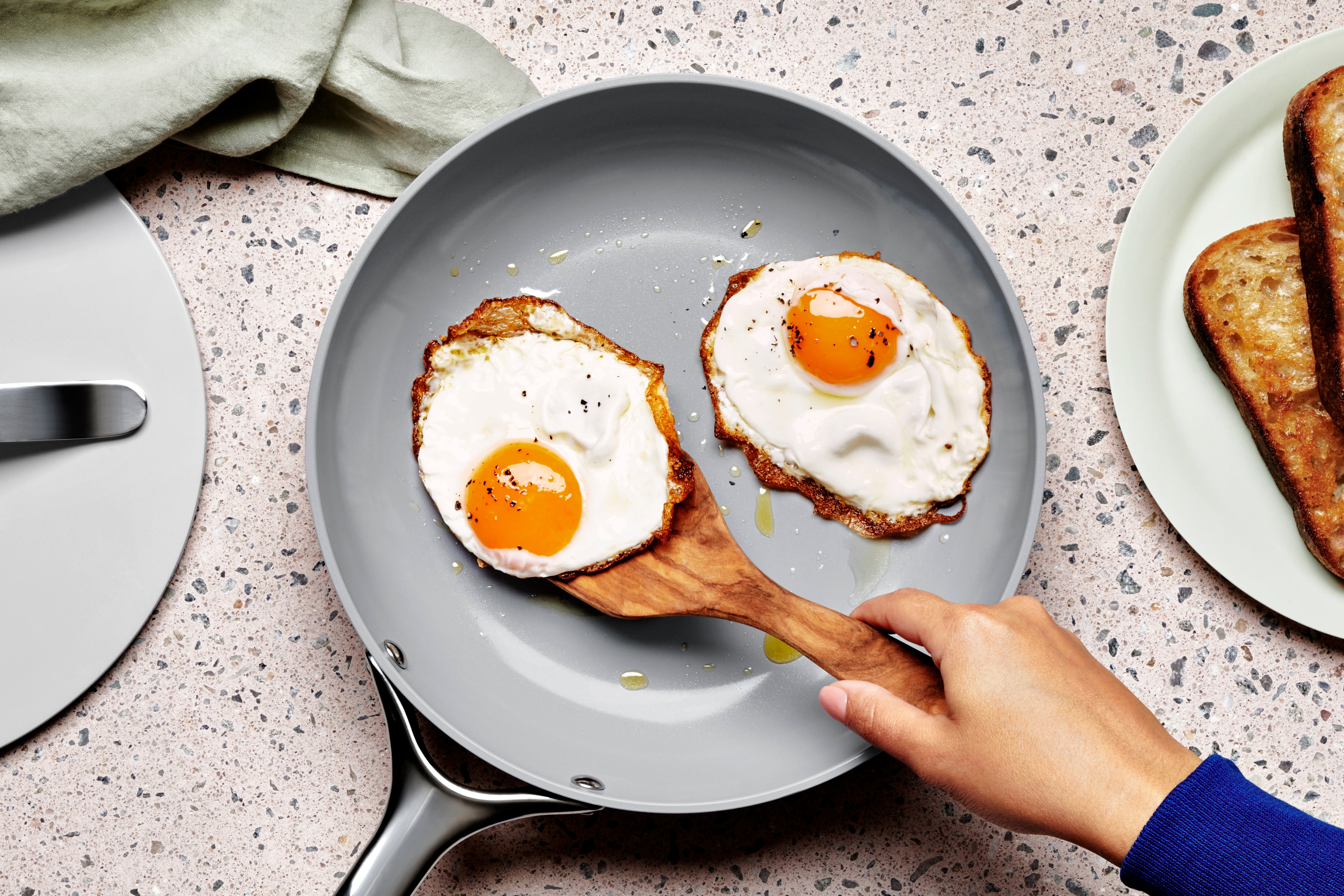 grey-pan-with-fried-eggs