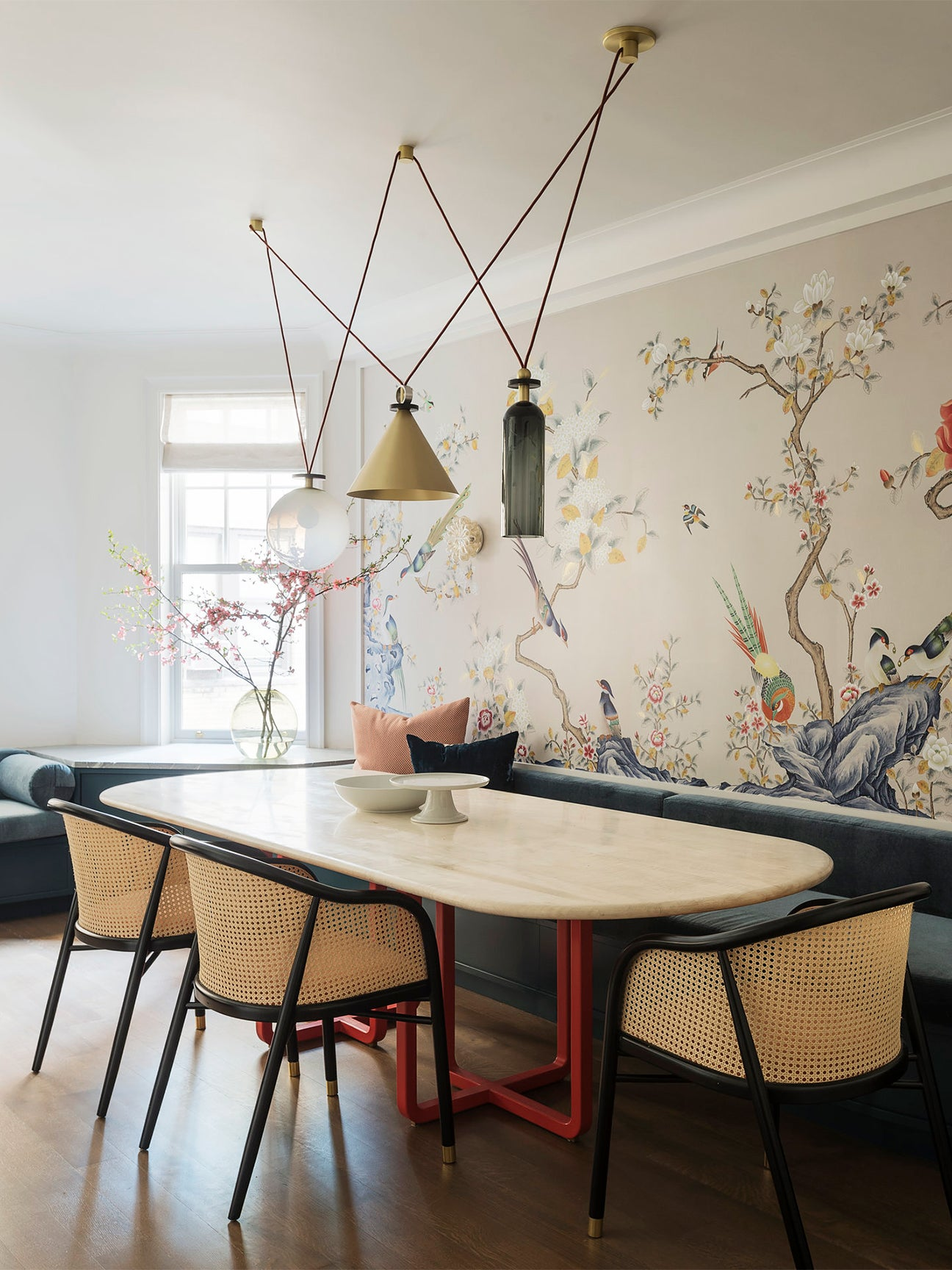 Dining room with floral wallpaper by Studio DB