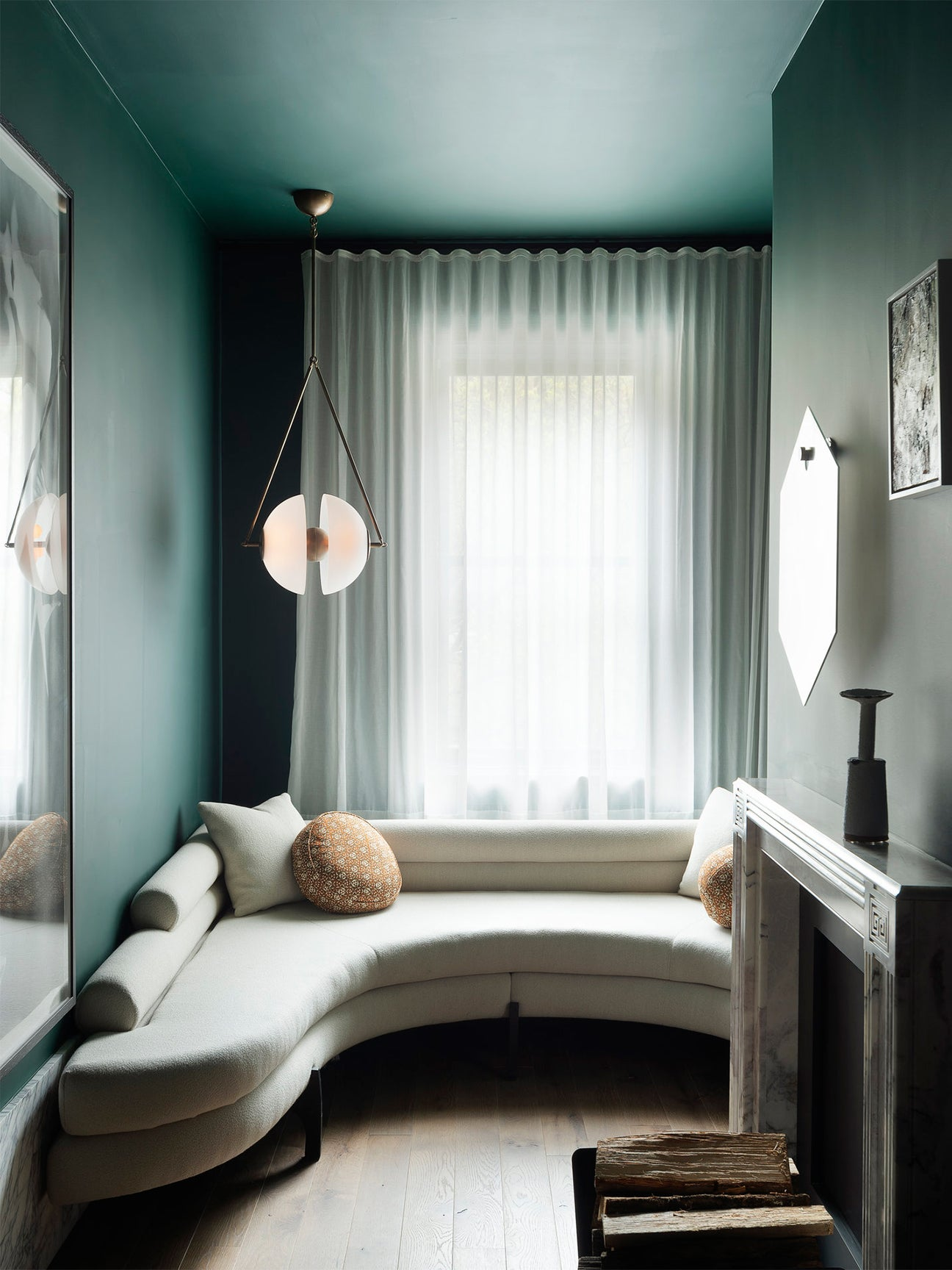 Small green den by Studio DB