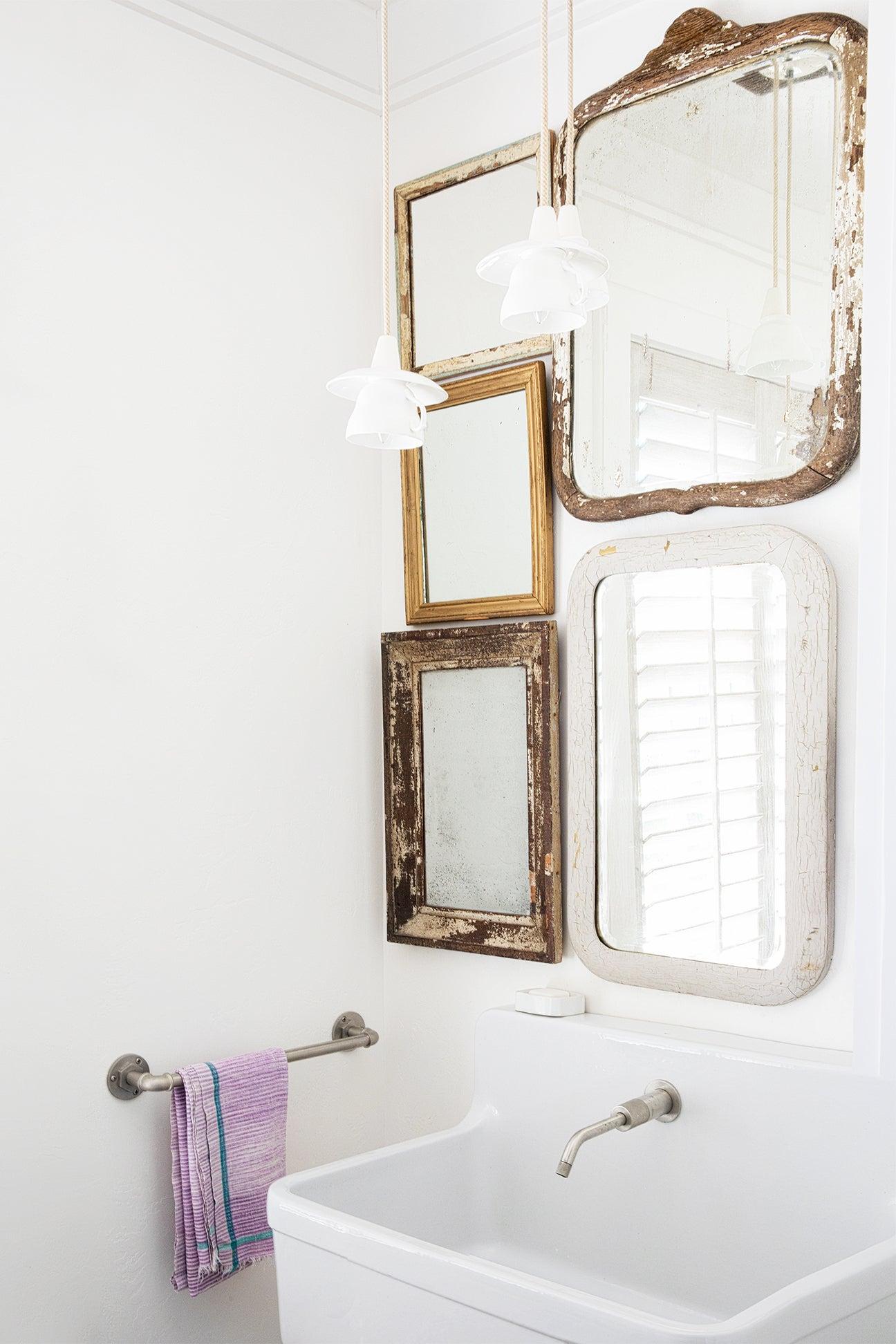 vintage mirros over bathroom sink