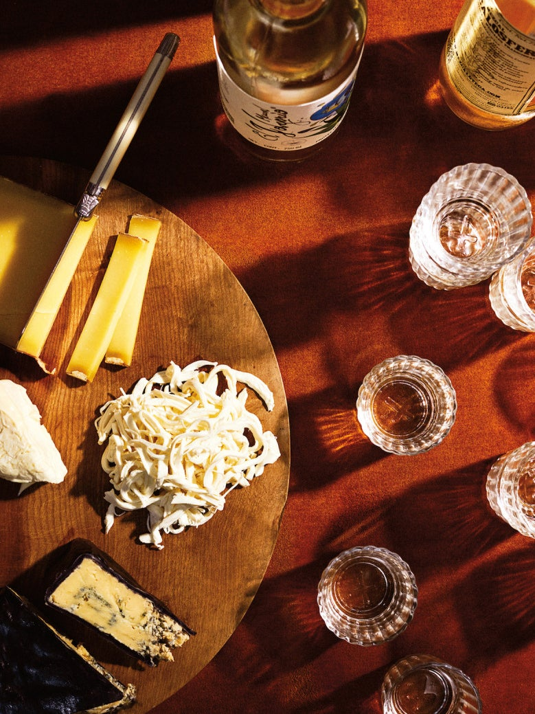 holiday-hostess-gifts-alcohol-domino