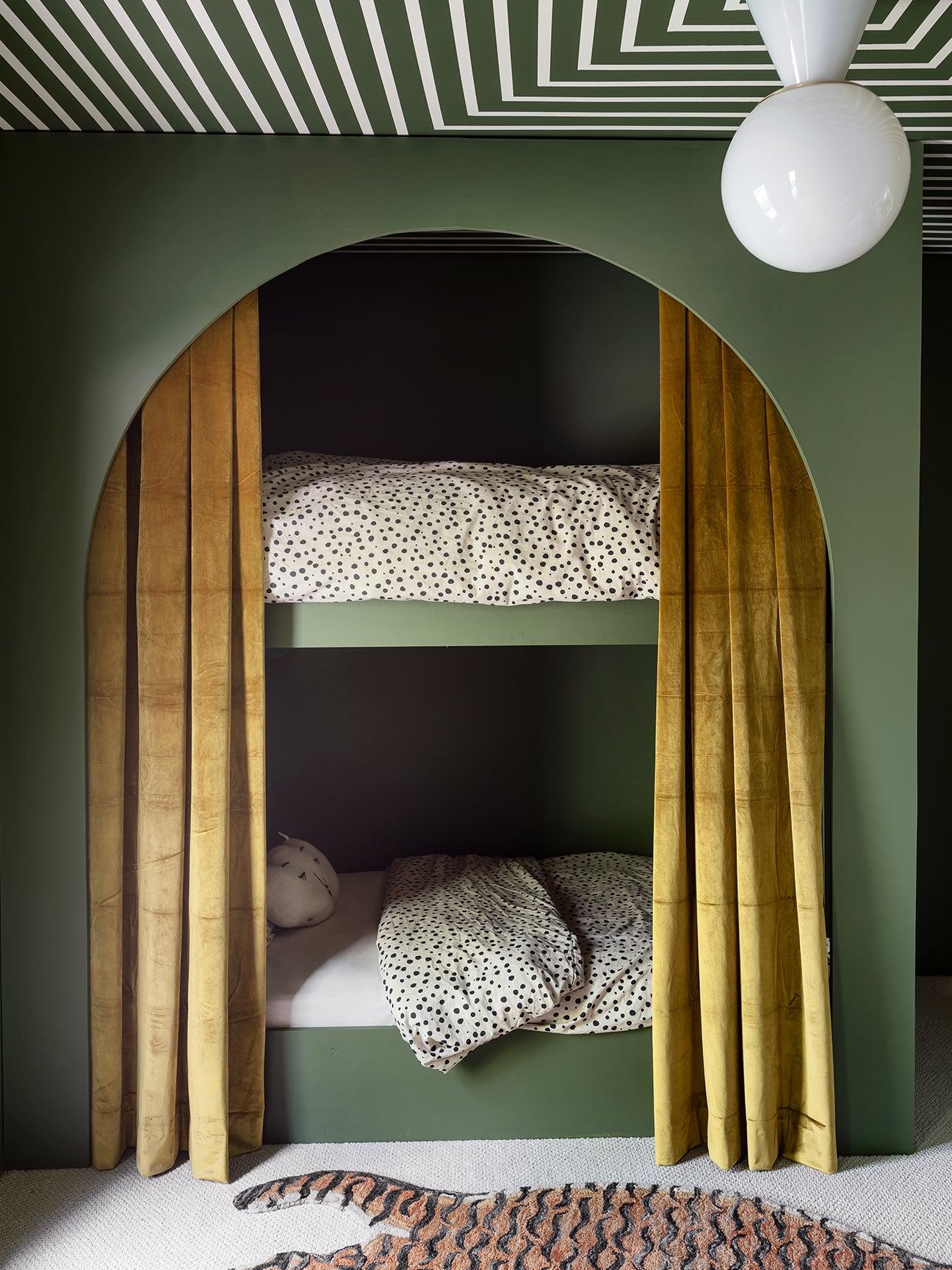 00-FEATURE-Sarah-Sherman-Samuels-bunk-beds-domino