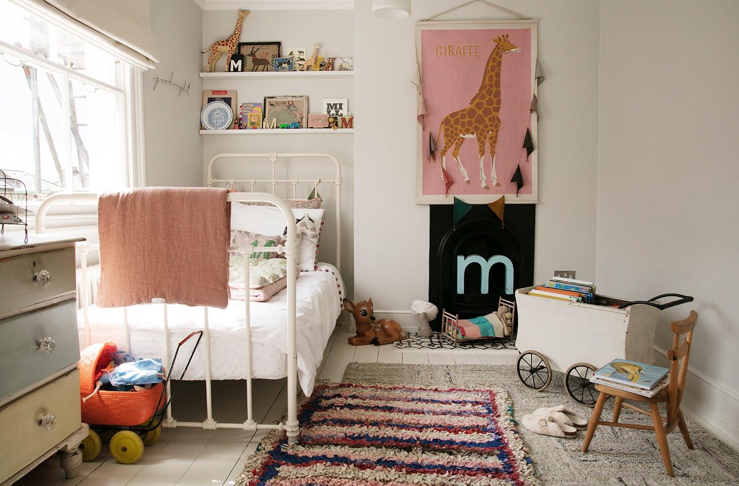 Little girl's room with giraffe art