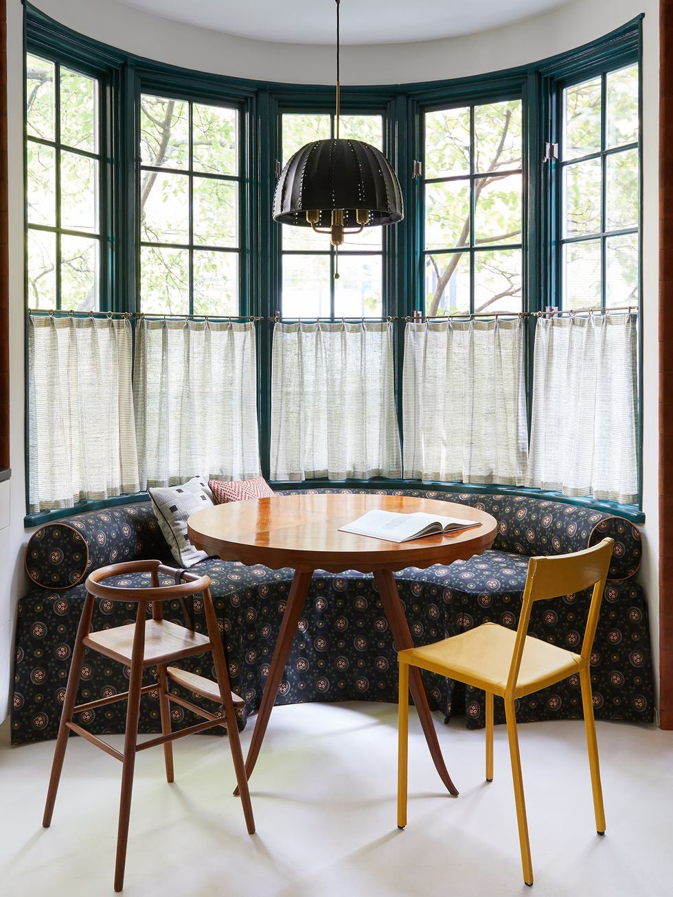 Kitchen breakfast nook with curve banquette