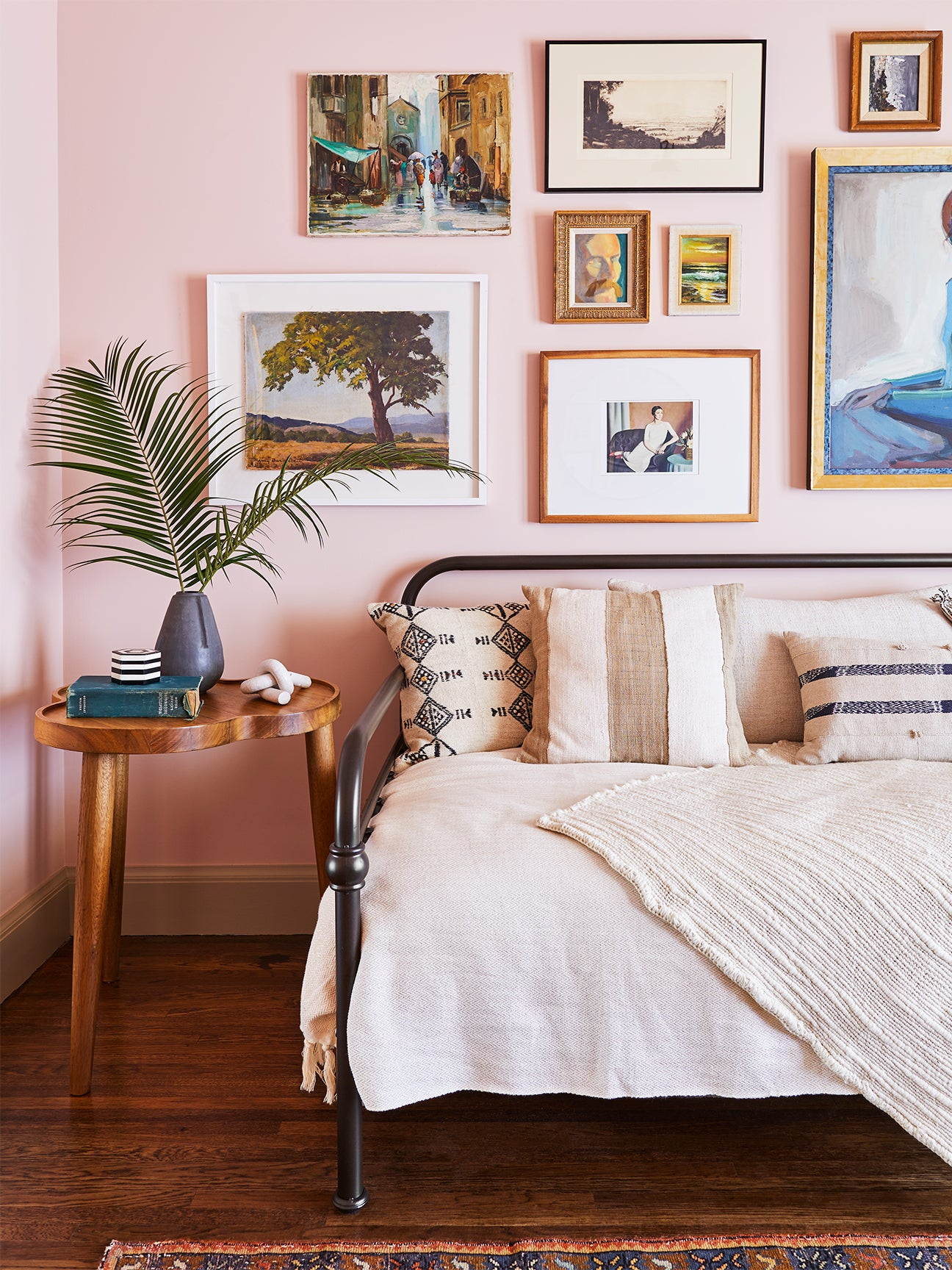 Pink bedroom with daybed