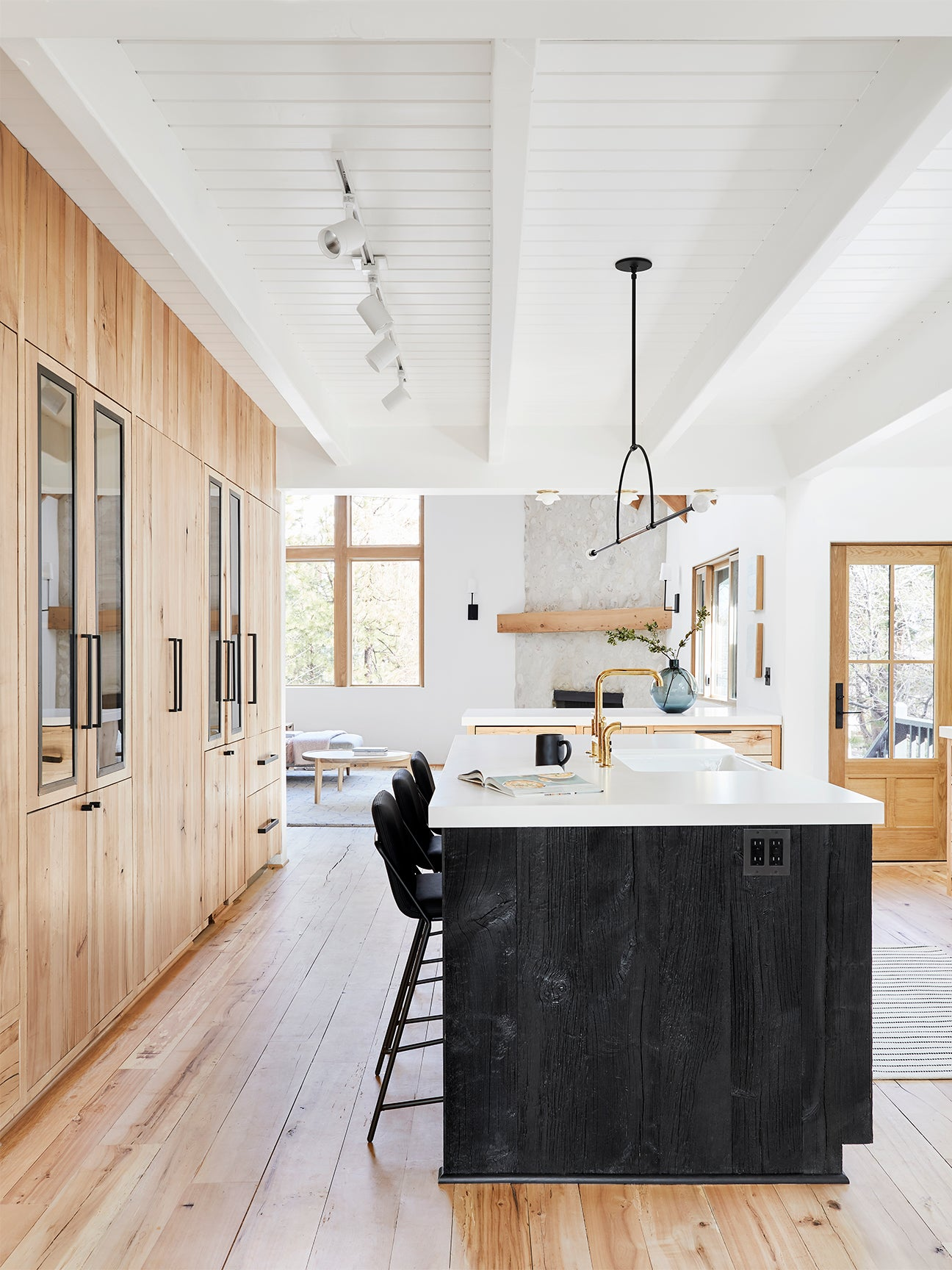 7 Next-Level Takes on the Two-Tone Kitchen Cabinet Trend