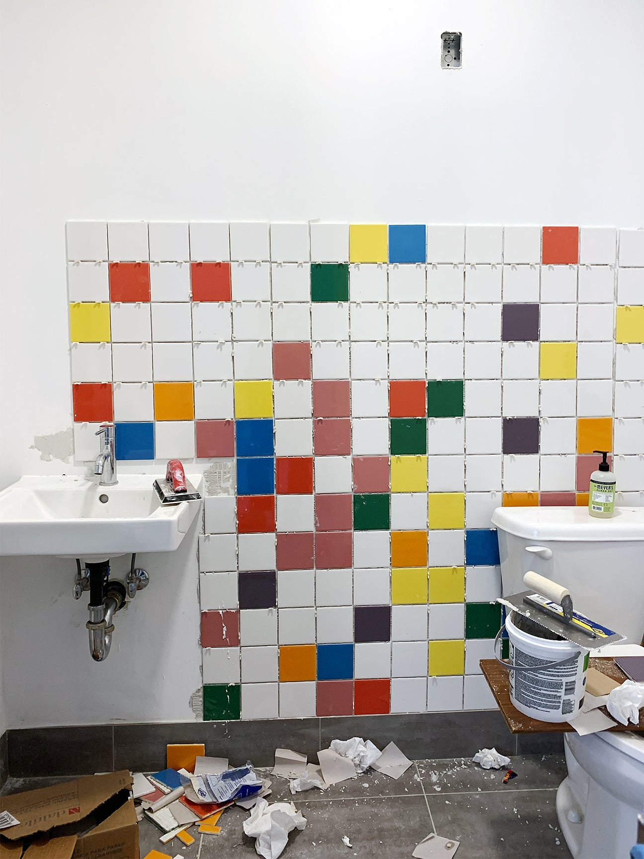 How to tile a bathroom process