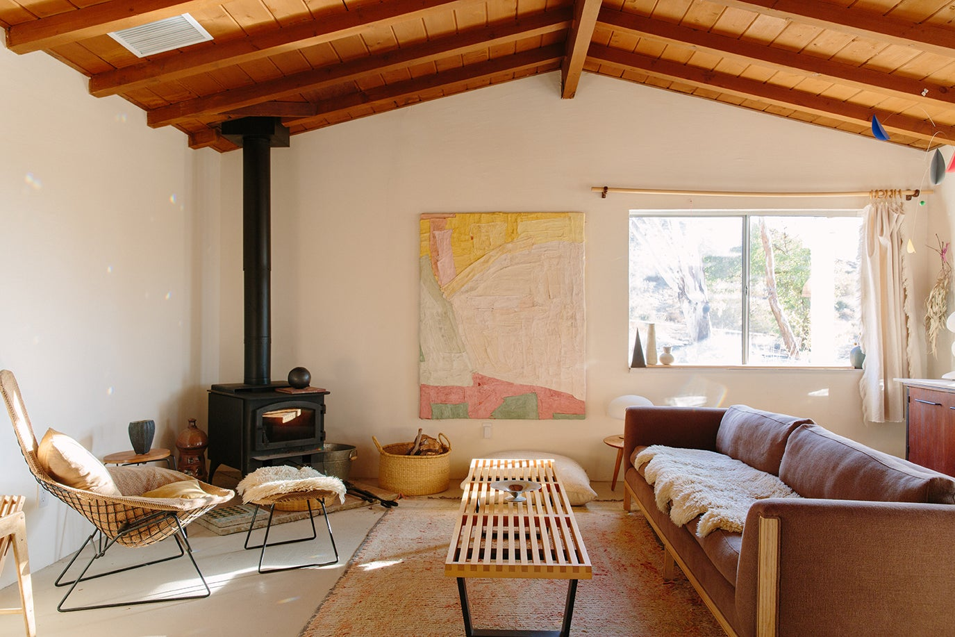 Living room with wood-fire oven
