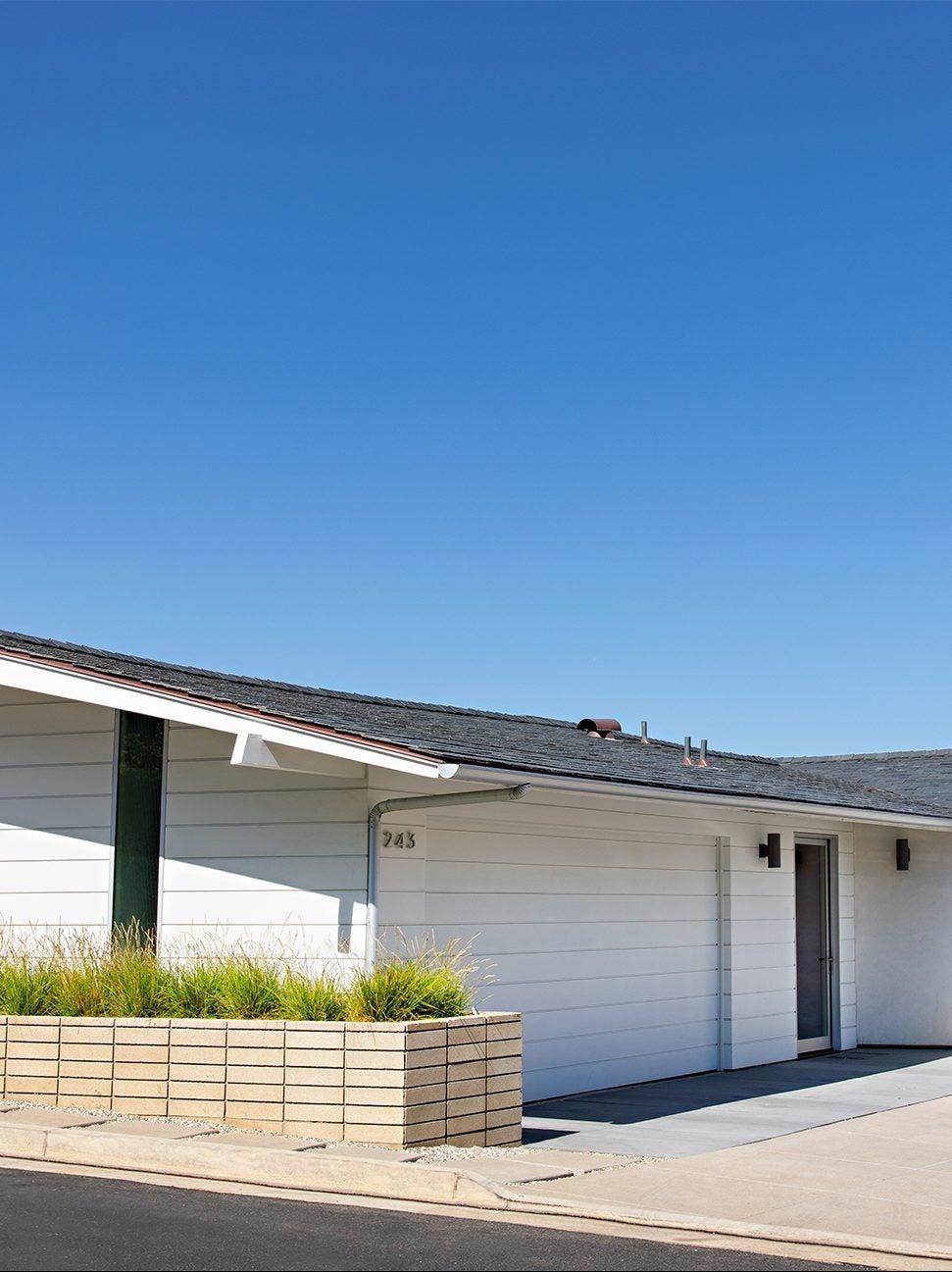 single level mid century house exterior