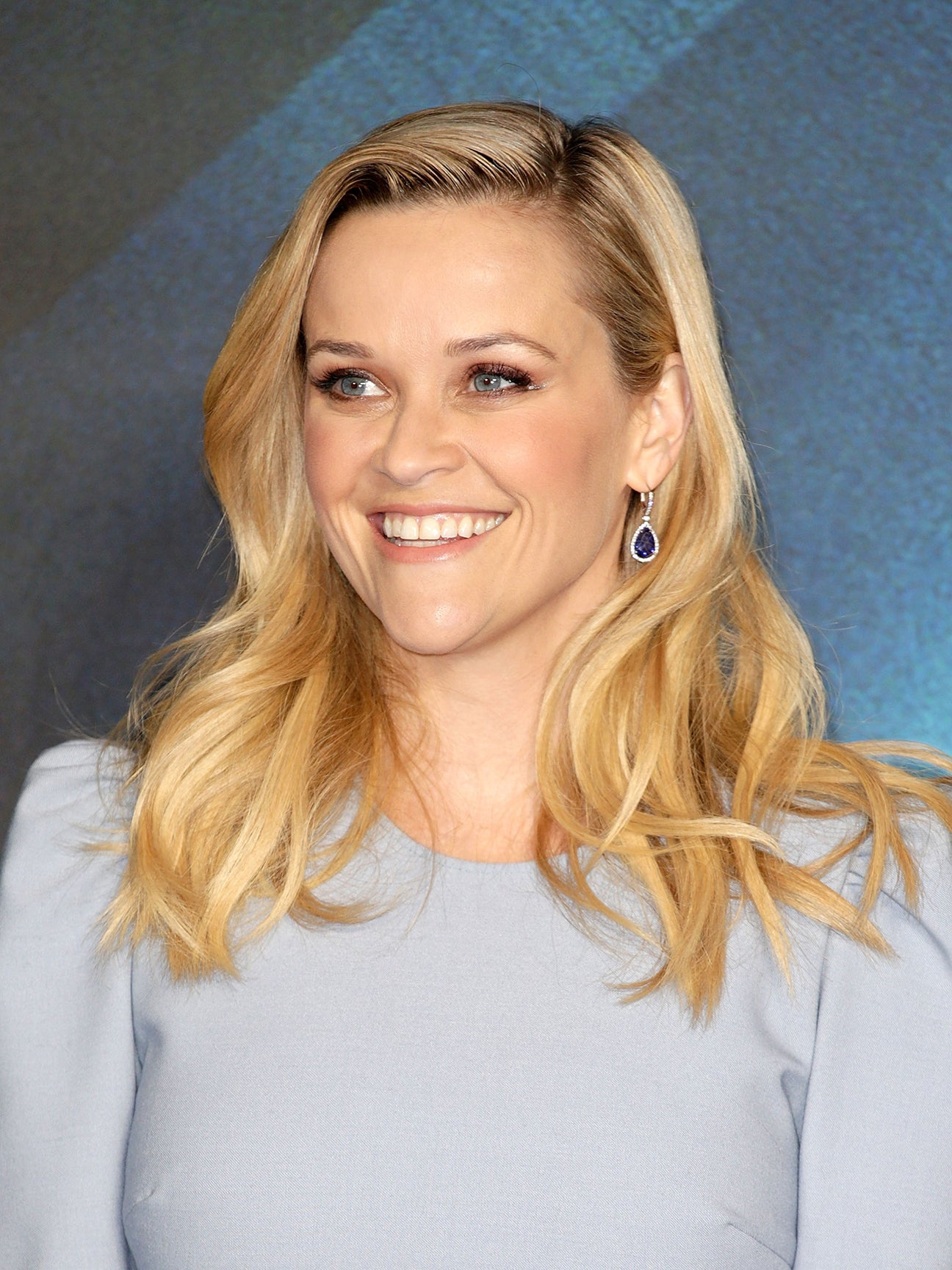 Reese-Witherspoon-Mixing-Classic-Patterns-domino-3×4
