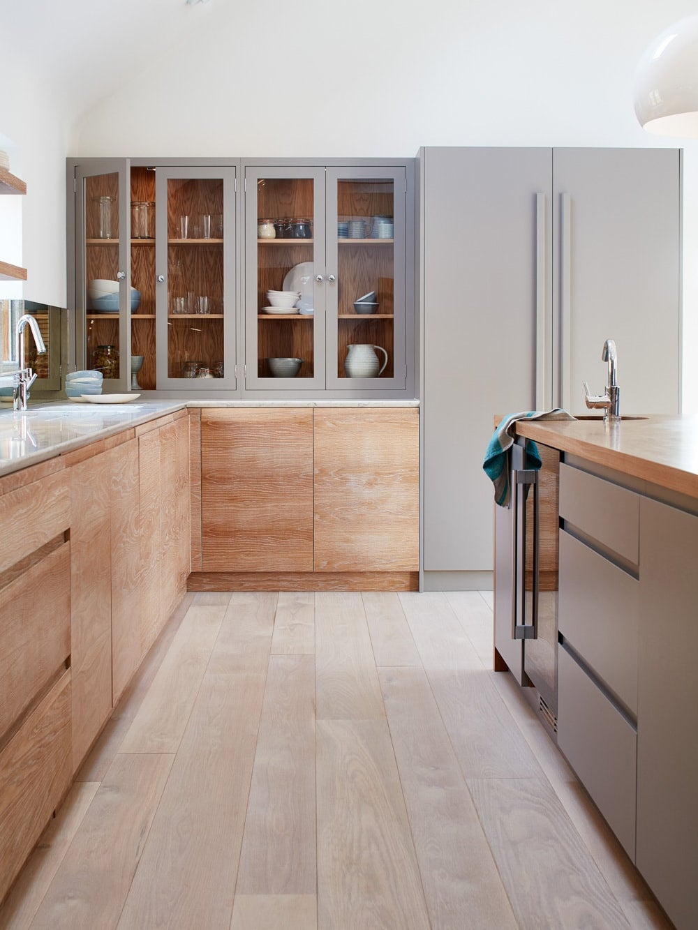 wood lower cabinets with no hardware