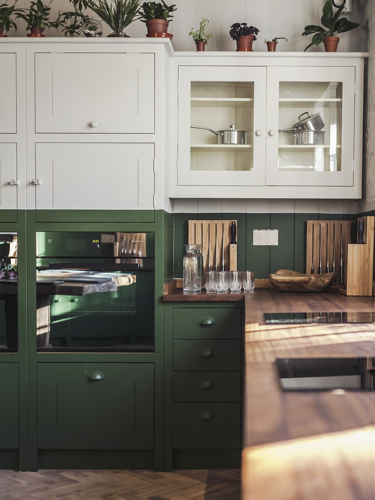 Two Tone Cabinets Are The Commitment Phobe S Answer To Kitchen Design