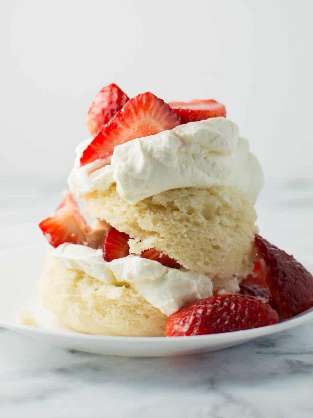 00-FEATURE-single-serving-desserts-domino-mug-strawberry-shortcake