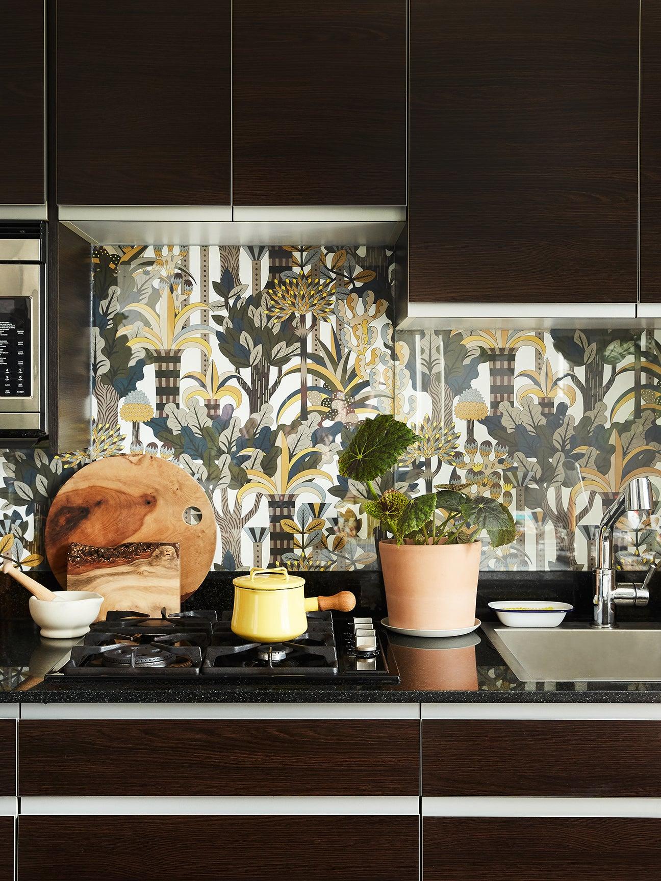 Domino Executive Creative Director Kate Berry's DIY Backsplash Is Totally Rental-Friendly
