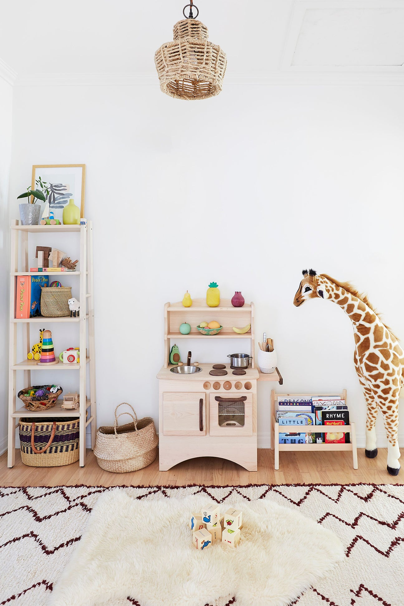 giraffe toy and play kitchen