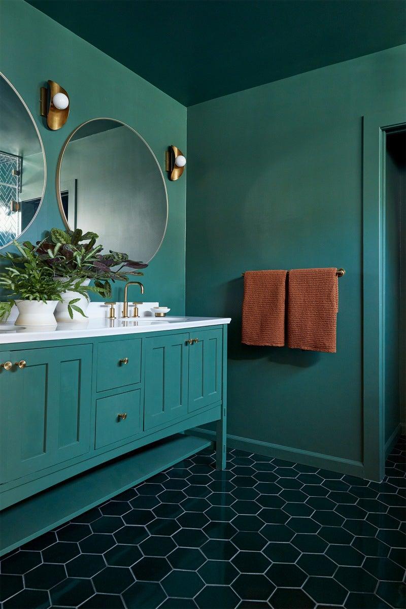 Monochrome green bathroom