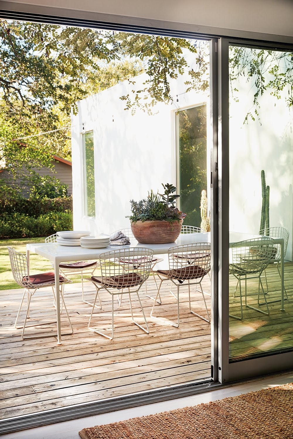 outdoor patio with dining room set