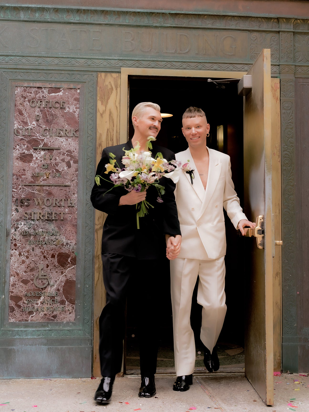 Micro-Wedding-Trend-domino