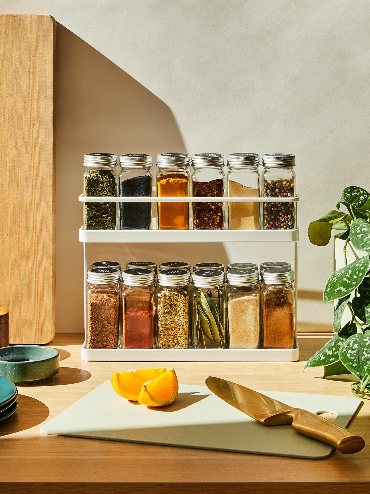 00-FEATURE-spice-shelf-tips-domino