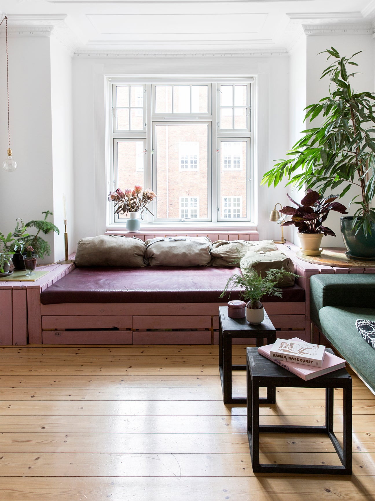 pink pallet boards holding up a sofa
