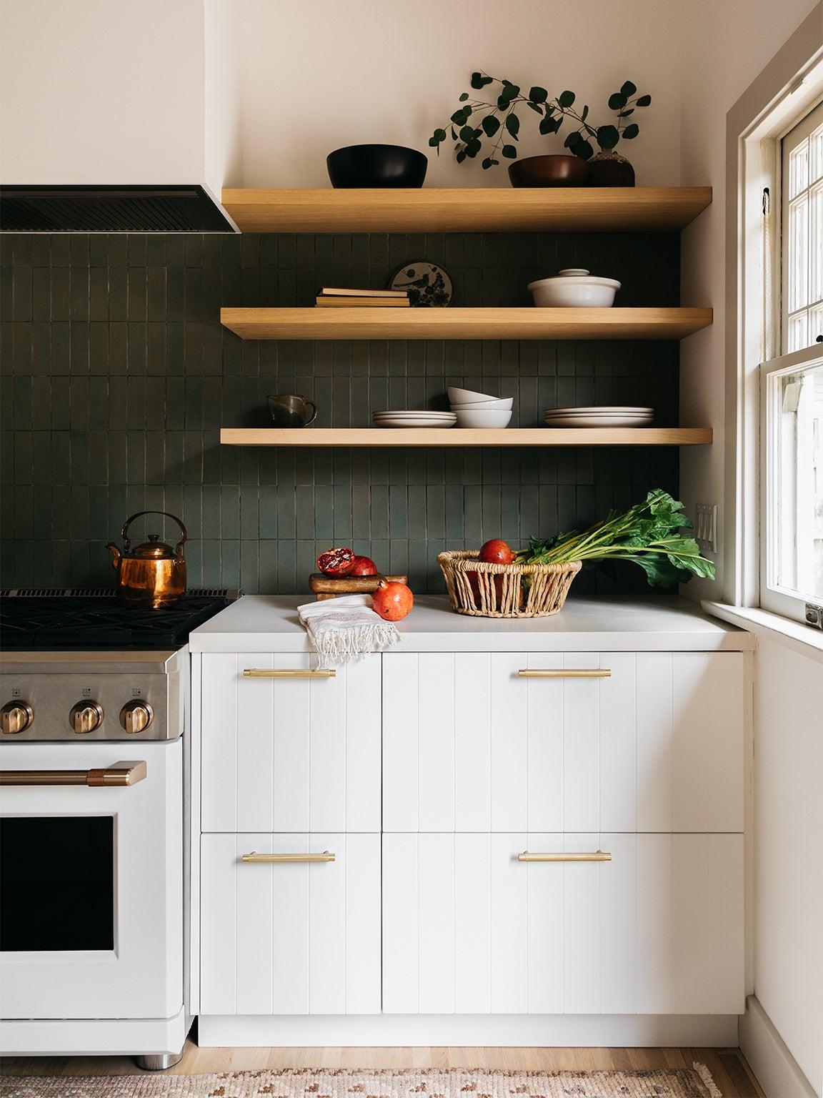 kitchen wiht white cabinets