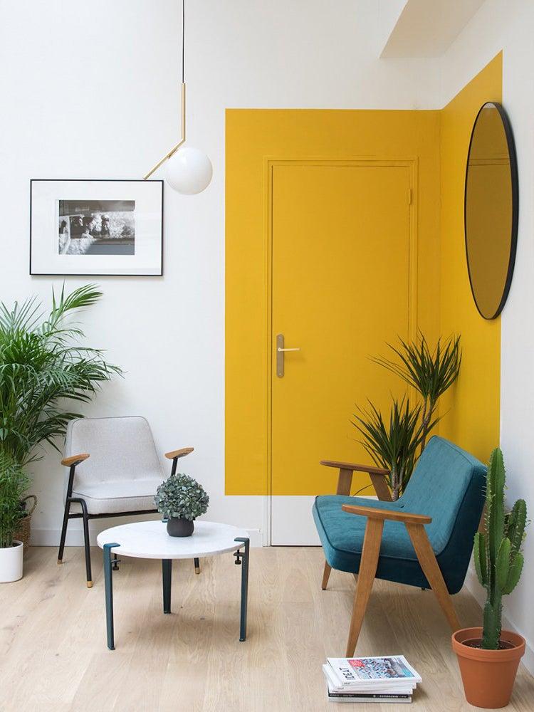 Yellow colorblocked corner