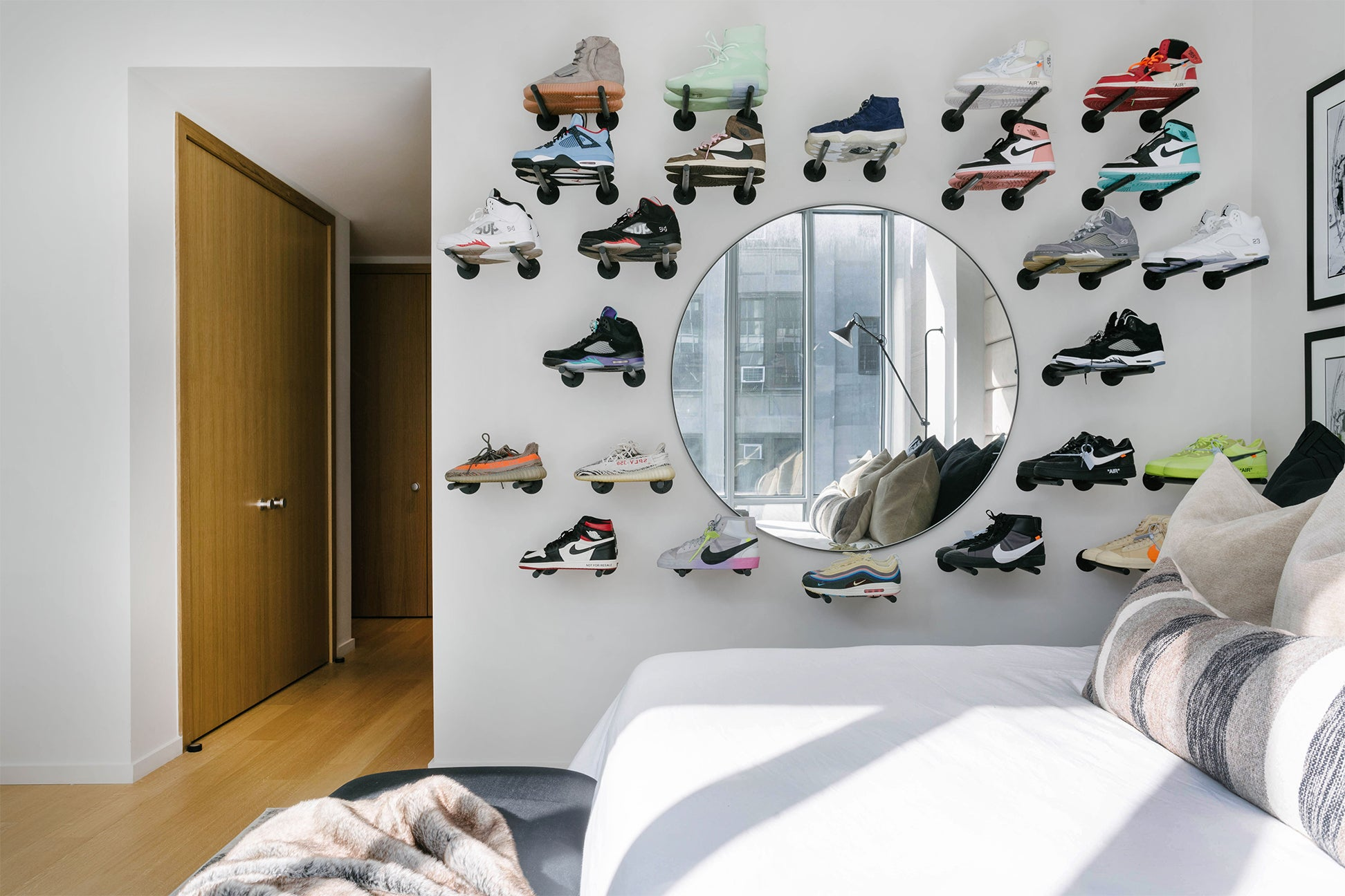 shoe-wall-domino-1