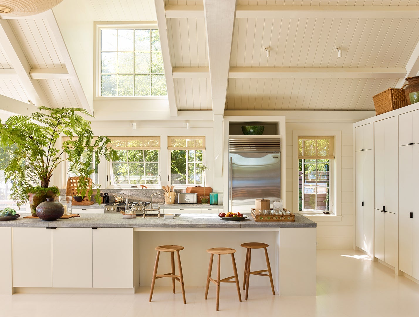 Large off-white kitchen with vaulted ceiling