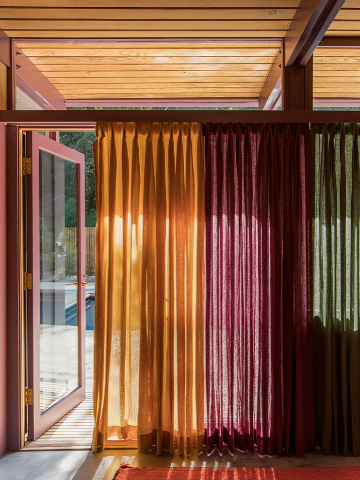 00-FEATURE-colored-curtains-domino-3×4