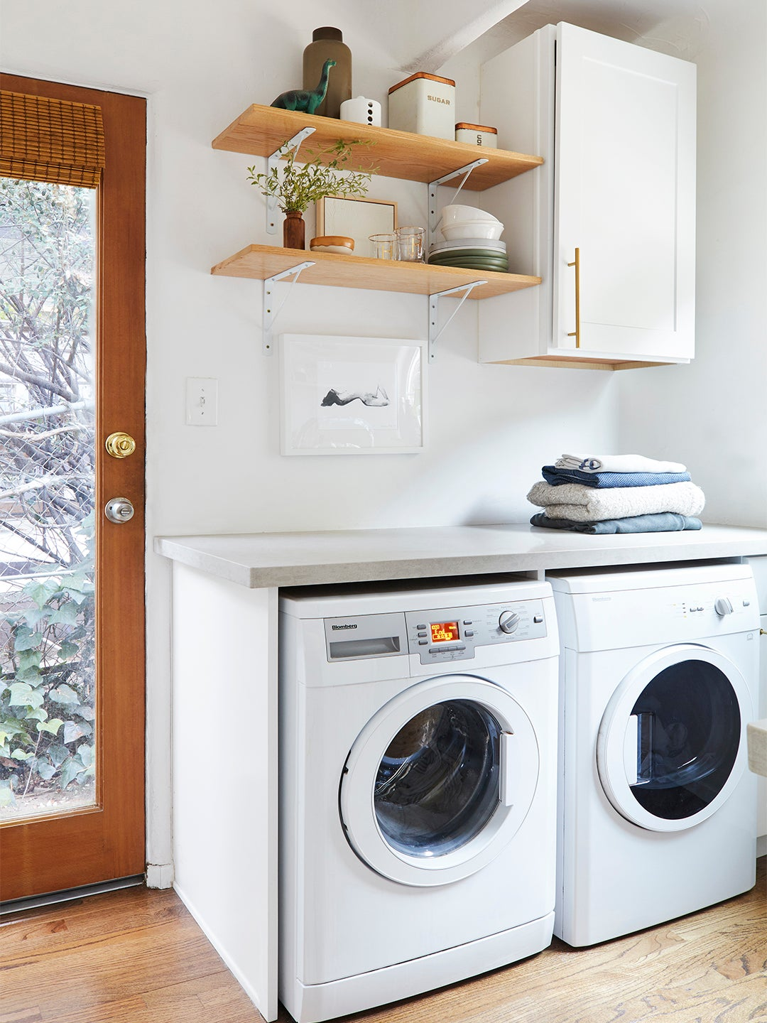 laundry machines with open wood shelves