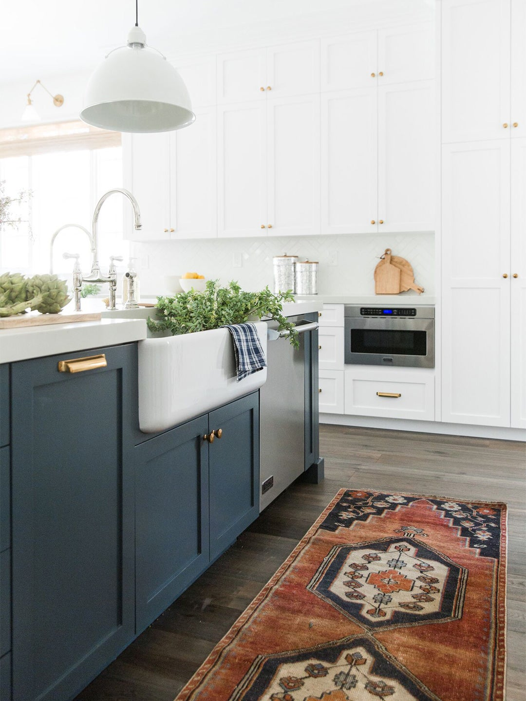 Navy Kitchen Cabinets Go Well With White Counters But What Else