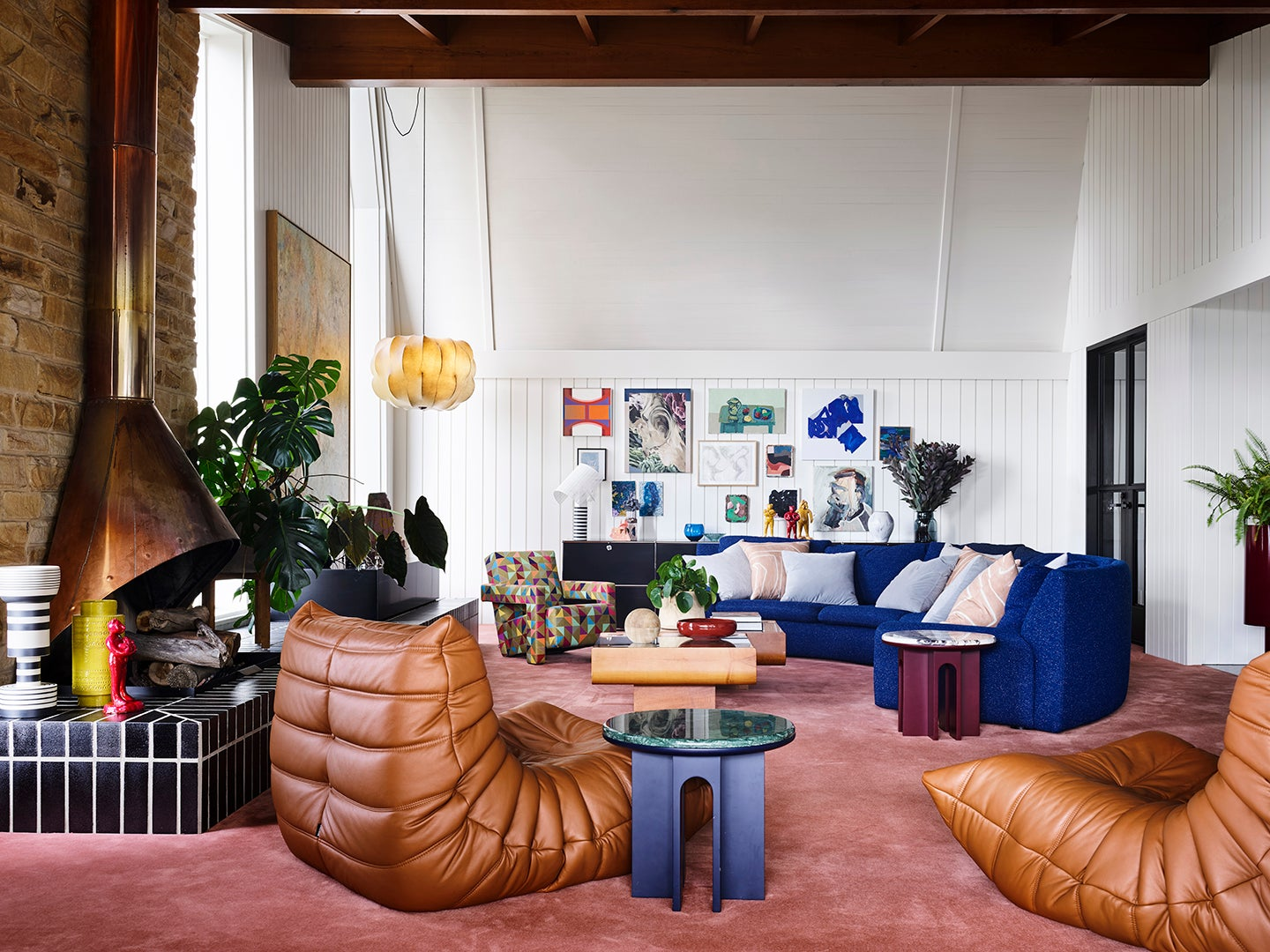 living room with leather armchairs