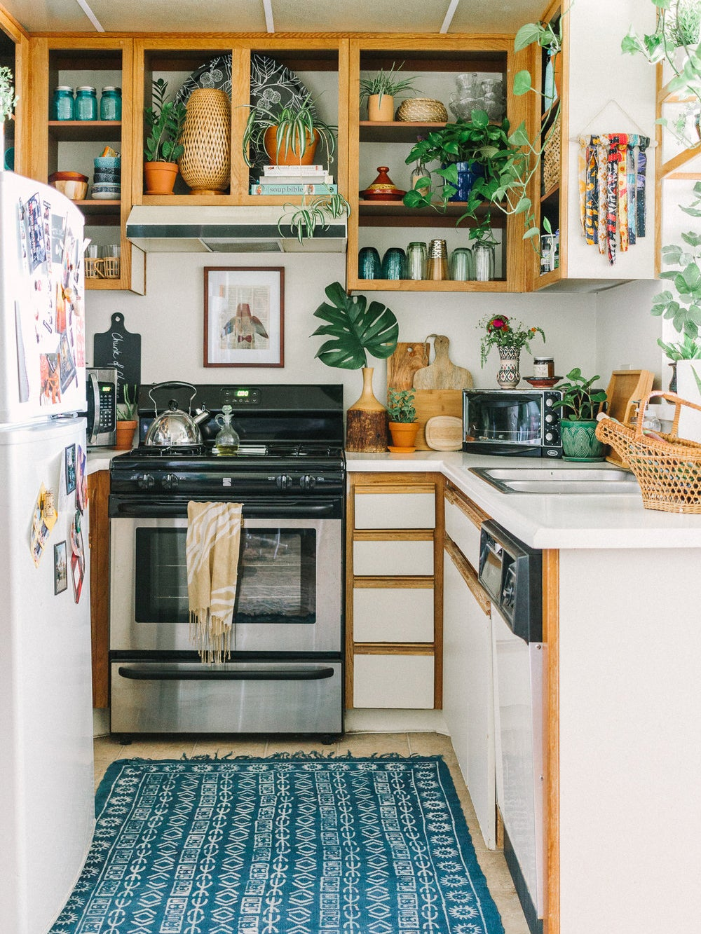 boho kitchen with doorless cabinets