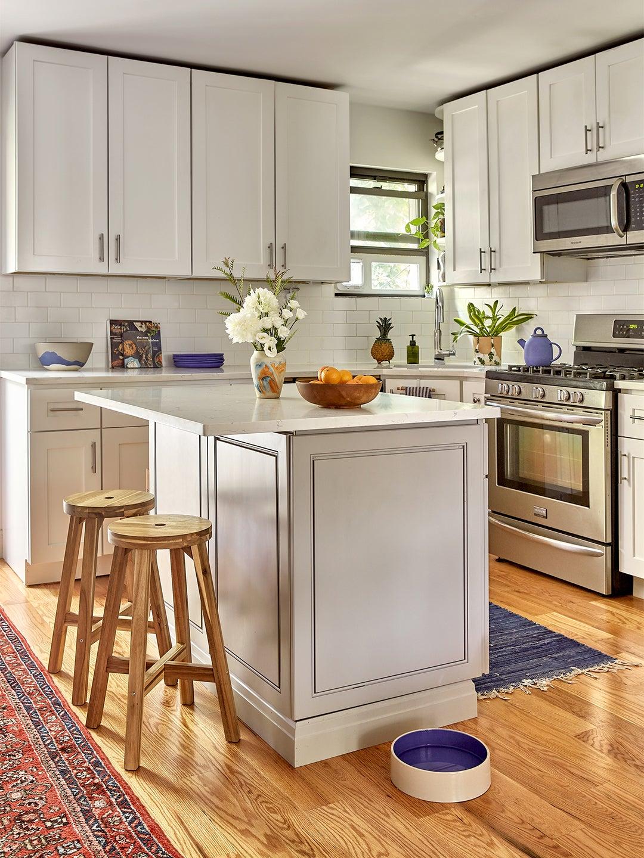 whtie gray kitchen wiht small island
