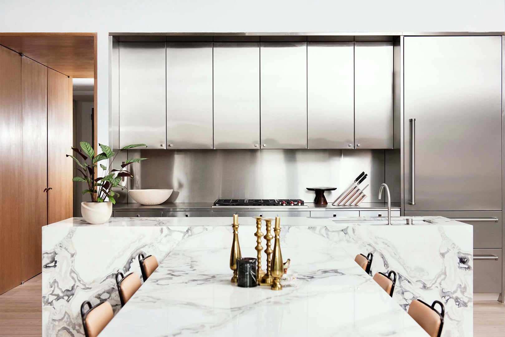 00-FEATURE-metal-kitchen-cabinets-domino