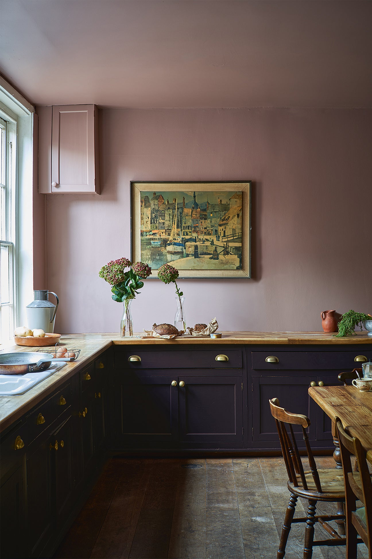 pink and black kitchen