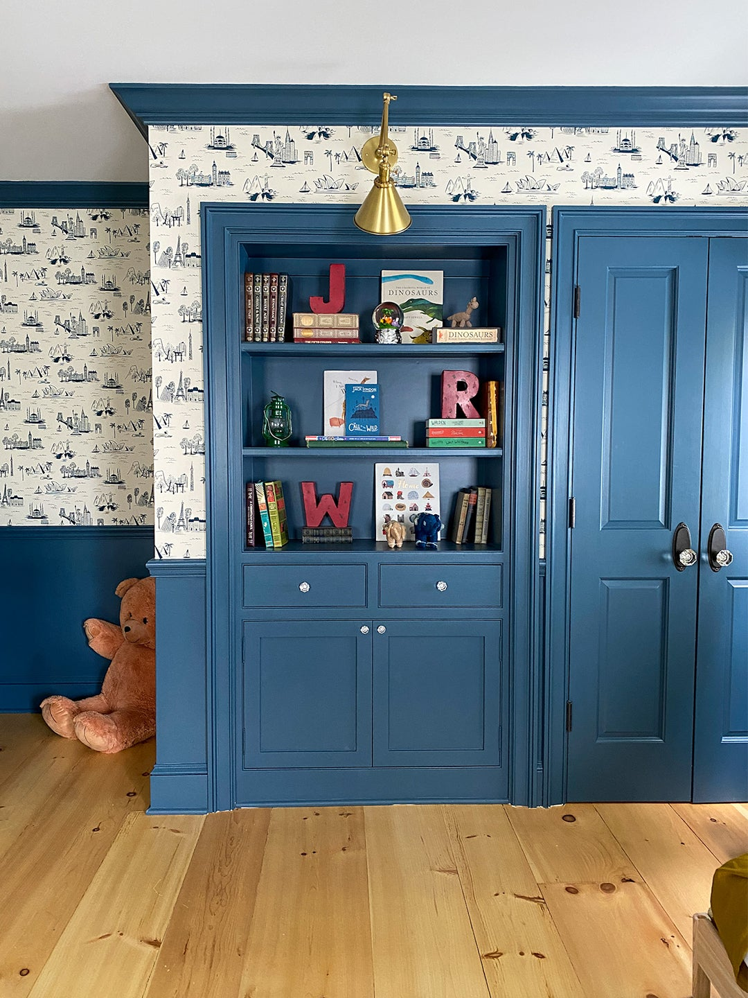 Kids room with built-in bookcase