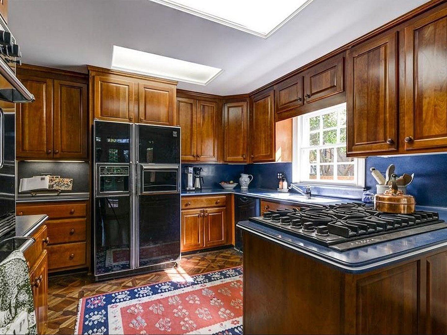 '80s kitchen before