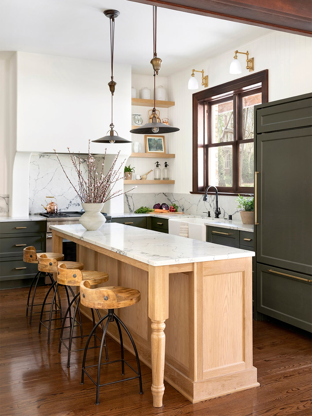 00-FEATURE-White-Traditional-Kitchen-renovation-domino