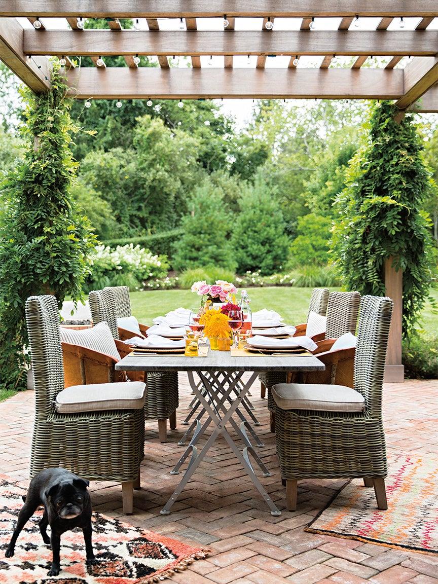 outdoor dining table under pergola