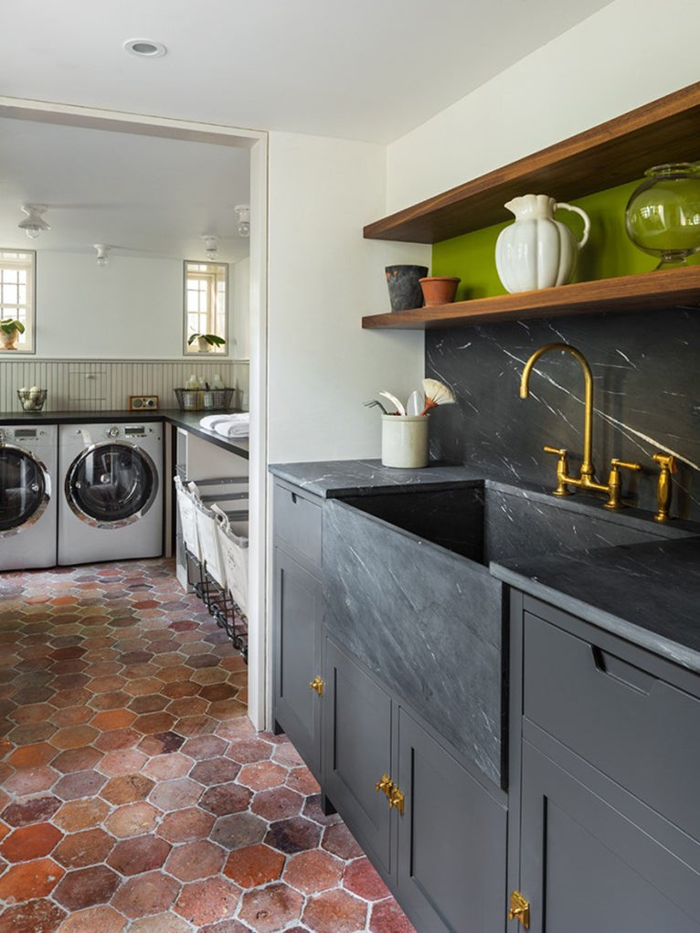 Laundry room with with terracotta floors