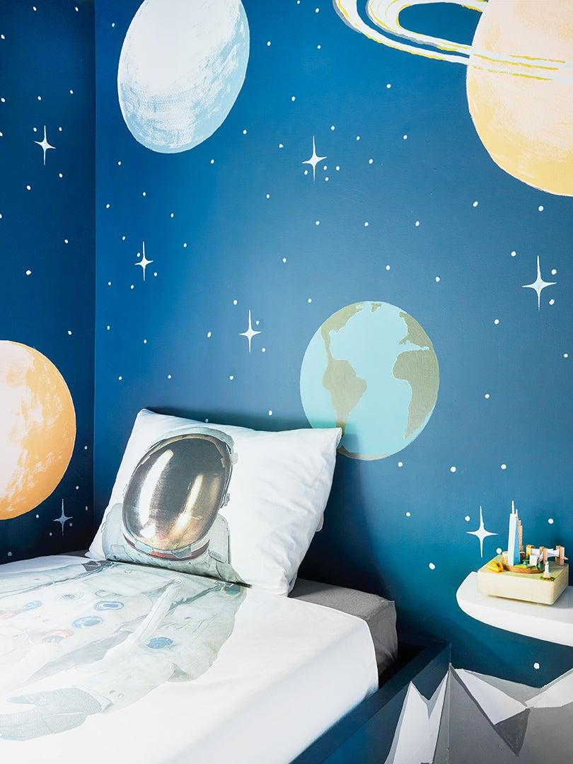 Cosmonaut bedding in kids room