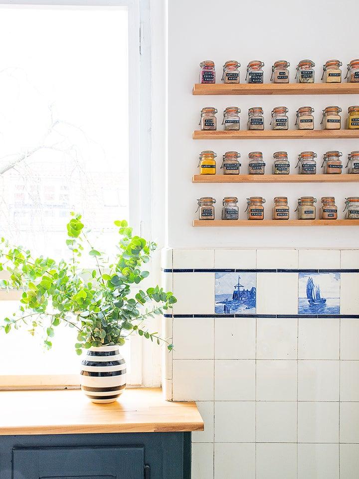 Floating spice shelves