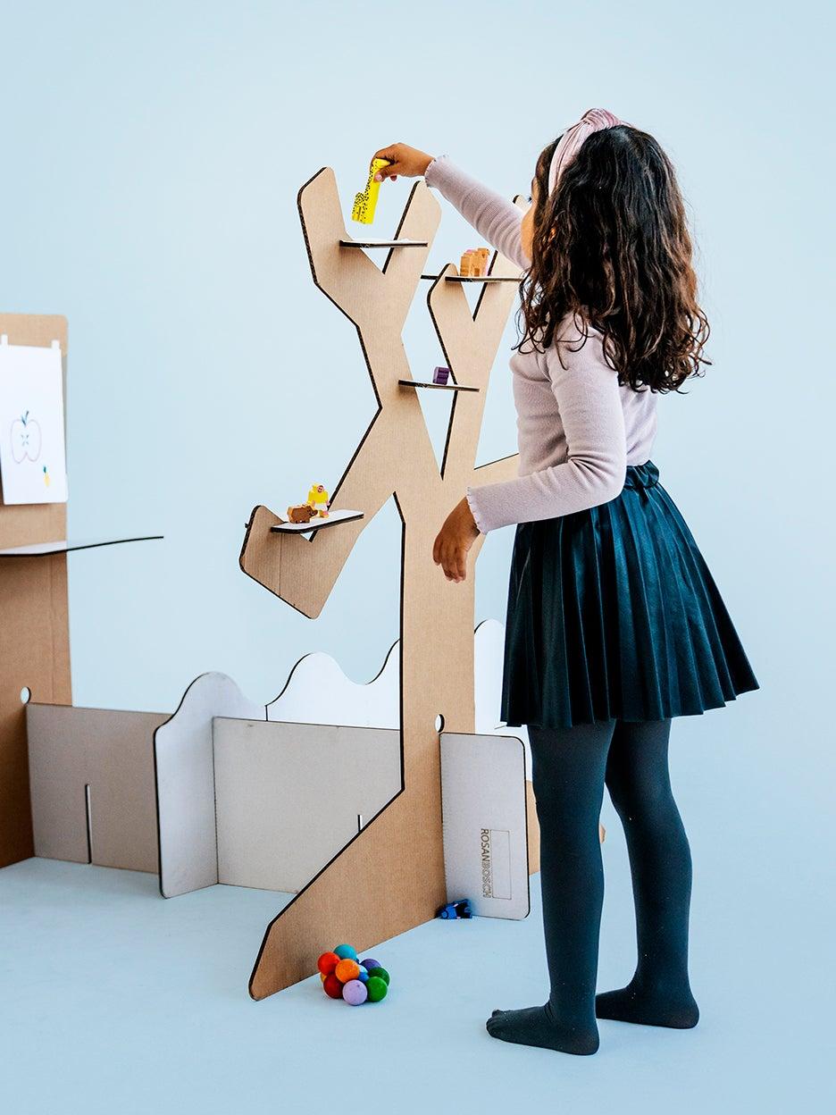 00-FEATURE-wonder DIY cardboard play sets domino