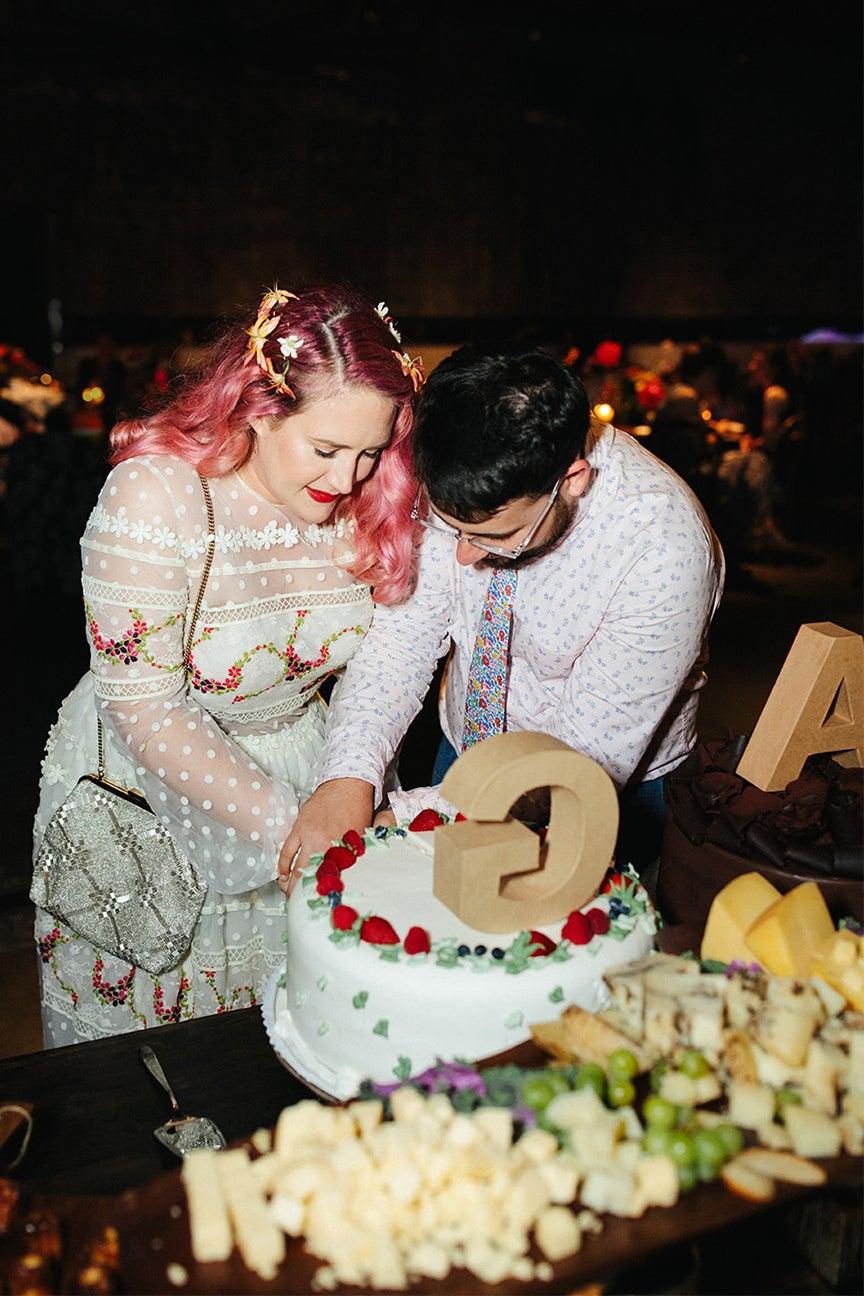 couple cutting a cake