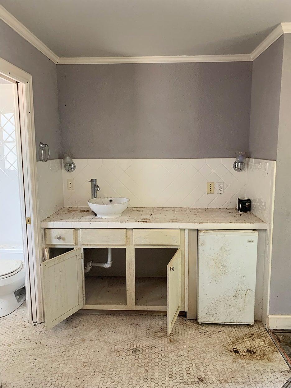 moldy bathroom vanity